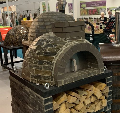 *SPECIAL OFFER Traditional outdoor brick oven - 100cm x 100cm BEAUTIFUL MOSAIC :)
